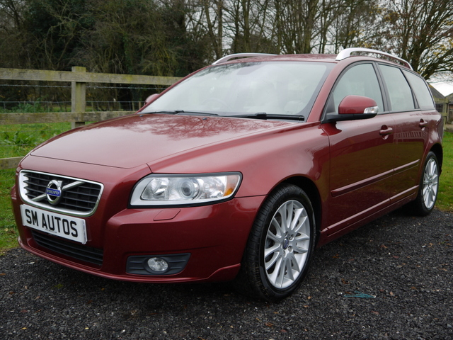 Flamenco Red Metallic Volvo V50 SE Lux