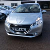 Silver Peugeot 208