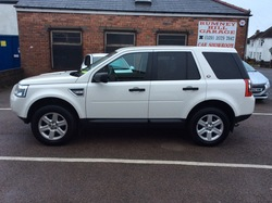 White Land-Rover Freelander